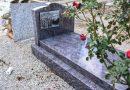 У Франції сильний шторм розмив кладовище: небіжчики попливли у Італію
