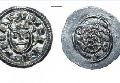 В Ужгородському замку знайшли 1000-літню монету з унікальною символікою