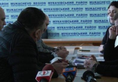 """Ще не вибрали голову Мукачівської районної ради, а """"Слуги…"""" вже узурпували владу у раді"""