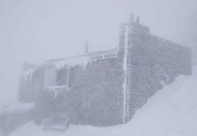 Гору Піп Іван Чорногірський знову засипає снігом